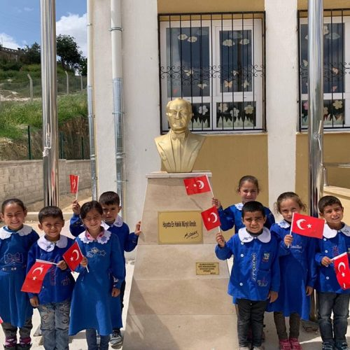 TYSD Üsküdar Şubemizden Okullara Atatürk Büstü Armağanı