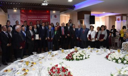 TYSD Eskişehir Şubemize Milli Eğitim Bakanı Ziya Selçuk Tarafından Plaket Verildi